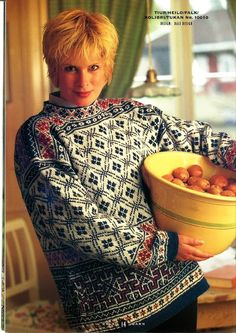 Thanks labetska_olga for this Pullover pattern by Dale Design.SUMMARY: This woman's, stand-up collar pullover features several pattern motifs. The lower body employs a repeating square motif somewhat like greek keys opened out and i# Dale Fair Isle Knitting Patterns, Fair Isle Pattern, Vintage Knitting, Hand Knitting, Knitting Stiches, Knitting Tutorials, Knit Stitches, Style Norvégien, Norwegian Knitting
