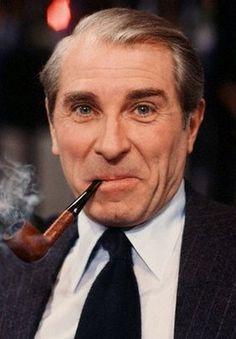 Jean Poiret (de son vrai nom Jean Poiré) est un acteur, réalisateur et scénariste français, né le 17 août 1926 à Paris, mort d'une crise cardiaque le 14 mars 1992 à Paris.