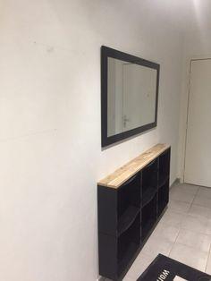 Bonjour voici ma réalisation ! Matériel : Meuble trones rangement pour chaussures modifié en buffet d'entrée pour couloir étroit (1.20m) Cadre photo Ikea E