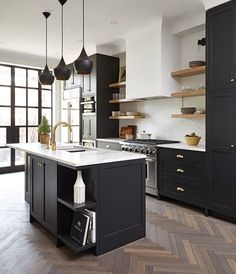 Kitchen Decor Before you tackle your next kitchen reno, discover the top kitchen trends we predict will be big in from green cabinets to hidden vent hoods and more. Black Kitchen Cabinets, Kitchen Tops, Black Kitchens, New Kitchen, Home Kitchens, Green Cabinets, Kitchen Black, Floors Kitchen, White Cabinets