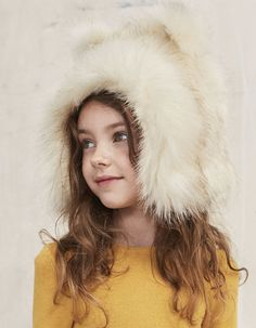 222487e3e4f Girls  shapka hat with matching fake fur collar to keep the head and neck  warm.Original RRP in 2016 (£ rates  RRP for Great Britain in