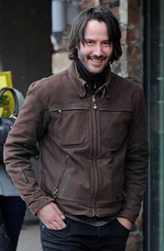 Keanu Reeves The Continental TV Show won't be based on the John Wick character but will written around 'The Continental' hotel from the hit movies. Check out our fun facts and pictures of Keanu Reeves that you might not have seen before! Keanu Reeves John Wick, Keanu Charles Reeves, Brown Suede Jacket, Leather Jacket, Keanu Reeves Quotes, Smart Coat, Keanu Reaves, Blockbuster Film, Star Wars