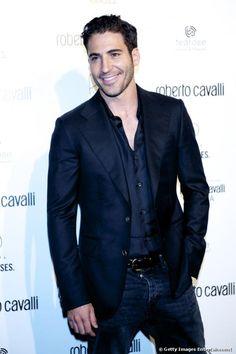 Miguel Ángel Silvestre vino el año pasado pero le dejamos repetir Miguel Angel, Velvet Serie, Spanish Men, Ideal Man, Actors, My Face Book, Most Beautiful Man, Hairy Men, Outfits