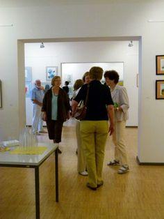Faszination Aquarell – Unsere Ausstellung in Schwerin   Malschüler und Gäste in der Ausstellung Faszination Aquarell (c) FRank Koebsch (5)