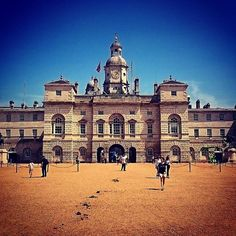 Horse Guards Parade, London, UK #travel #wanderlust #travelblogger #travelexx #travelphotography #travelpics #photo #London #UK #horseguardsparade #bbctravel #worldtraveler #worldtravelpics #lp #lonelyplanet #ngtradar #natgeo #travelgram #architecture #Europe #summer www.travelexx.com