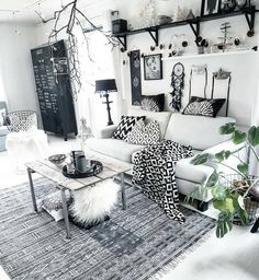 The Best 2019 Interior Design Trends - Interior Design Ideas My Living Room, Interior Design Living Room, Home And Living, Living Room Designs, Living Room Decor, Bedroom Decor, Deco Boheme Chic, Deco Studio, Style Deco