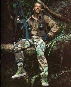 Arnold Schwarzenegger as 'Dutch' (the original Predator film). Predator Movie, Predator Alien, Predator Arnold, Arnold Schwarzenegger Movies, Arnold Schwarzenegger Predator, Jesse Ventura, The Blues Brothers, Films Cinema, Alien Vs Predator