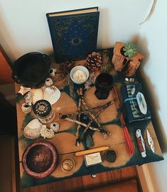 Autel Wiccan, Wiccan Decor, Wiccan Spell Book, Witchcraft, O Ritual, Witch Room, Witch Board, Hippy Room, Eclectic Witch