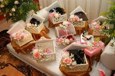 Bekas Hantaran For Sale  Available in 2 sizes 20cm x 20cm  = RM32 per box 25cm x 25cm = RM37 per box (Minimum order – 2 boxes)   Bekas Han...