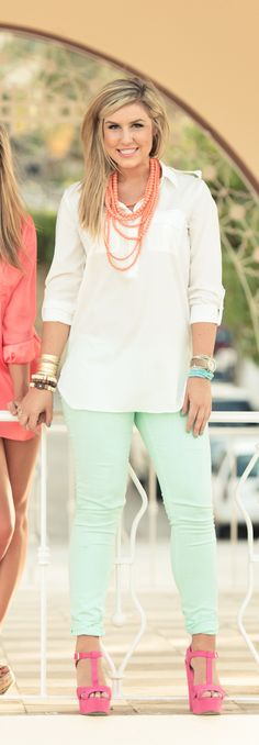 love this entire outfit! white blouse - mint pastel jeans - orange necklace - pink shoes Recreate this outfit with the CAbi Spring Thin Mint Jegging and Boyfriend Shirt! Mint Skinny Jeans, Mint Jeans, Colored Skinny Jeans, Ropa Color Pastel, Pastel Jeans, Look Chic, Look Fashion, Womens Fashion, Swagg