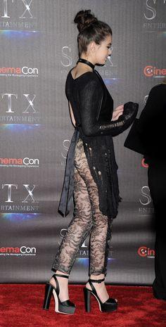 Hailee Steinfeld Hailee Steinfeld, Beautiful Celebrities, Beautiful Actresses, Black Celebrities, Lace Pants, Lingerie, Stunning Dresses, Sexy Women, Vestidos