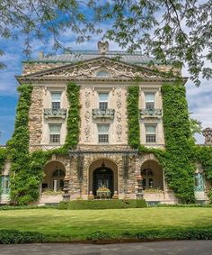 Get a glimpse of the Rockefeller legacy in upstate New York. Kykuit is home to Nelson Rockefeller's expansive art collection and is where David Rockefeller would have spent his childhood weekends.  via DuJour MAGAZINE OFFICIAL INSTAGRAM - Celebrity  Fashion  Haute Couture  Advertising  Culture  Beauty  Editorial Photography  Magazine Covers  Supermodels  Runway Models