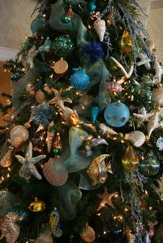 Christmas tree inside Hotel del Coronado, CA Beach Christmas Trees, Coastal Christmas Decor, Nautical Christmas, Tropical Christmas, Christmas Tree Themes, Noel Christmas, Xmas Tree, Christmas Bulbs, Christmas Tables
