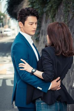 'I Remember You' Stills - Ugh, if only I could be in Seo In Guk's arms and look into his eyes...Look at the way he looks at her, I'm so envious of it...