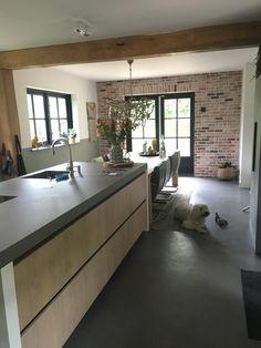 Beton Design, Küchen Design, House Design, Black Kitchens, Home Kitchens, Kitchen Dining, Kitchen Cabinets, Japanese Bathroom, Concrete Kitchen