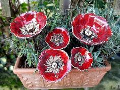 Ceramic Poppies, Ceramic Birds, Ceramic Flowers, Ceramic Painting, Ceramic Art, How To Make Ceramic, Garden Deco, Pottery Classes, Ceramics Projects
