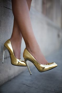 super ideas for wedding shoes gold heels giuseppe zanotti Gold Pumps, Gold Shoes, Women's Shoes, Me Too Shoes, Shoe Boots, Metallic Heels, Metallic Leather, Metallic Gold, Fashion Shoes