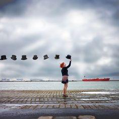 """Artista: Vincent Bourilhon.     Bourilhon justapõe os ambientes da vida real com detalhes de pós produção para compor essas loucas realidades. """" Eu amo fantasiar, amo inventar e criar."""