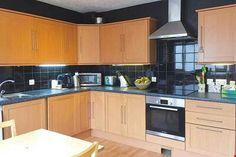 Kitchen Black, Black Kitchens, Kitchen Tiles, Kitchen Cabinets, Black Tiles, Home Decor, Decoration Home, Room Decor, Cabinets
