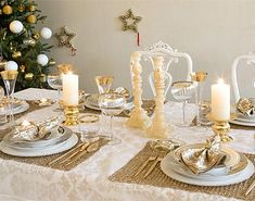 Are you ready for some fancy Christmas table decorations? Check how you can create an inviting Christmas table for your loved ones!