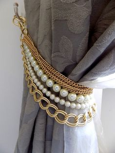 last pieces now on sale!!! Beaded decorative curtain holder, tie back with golden chain and faux perles, drapery holder   Handmade with LUMINOUS faux pearls and golden chains are like smart necklaces for your curtains! The listing is for 1 decorative tieback, but if you need more you can just order them or contact me. gold vermeil chain and rings as finish.   Length: 19.68-21.65 (50-55 cm) for custom orders about length, color of the pearls, findings, please contact me.    For any further…