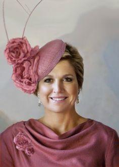 ambachtelijk gemaakte sisal oud roze haartooi / fascinator hat