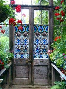 une porte vitrée comme clôture entre deux voisins...