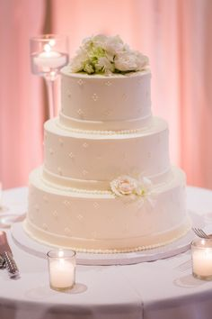 Elegant Wedding Cake! Kendall and Lawrence Photo By Jamie Ivins Photography #newportweddings #weddingcakes