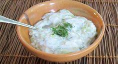 Moja omiljena salata uz ljuto i pečeno meso. Savršeno osvježavajuća i hrskava.   Sastojci - 1 šolja couscousa - 1 krastavac - 1 mrkva - 10 malih kis