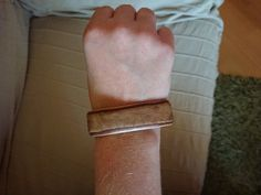 Holz Armband aus Furnier Diy Schmuck, Accessories, Fashion, Wristlets, Timber Wood, Moda, Fashion Styles, Fashion Illustrations, Jewelry Accessories