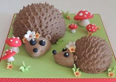 Big Hedgehog & Little Hedgehog Cakes PDF Tutorial. Step by step instructions on how to make these cute cakes. Hedgehog Cookies, Hedgehog Cake, Hedgehog Birthday, Marzipan, Baking Cupcakes, Cupcake Cakes, 3d Cakes, Jungle Cake, Party