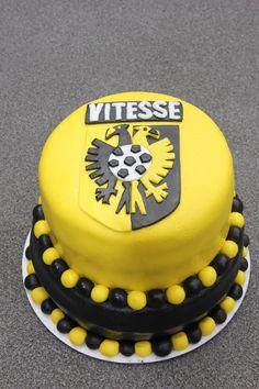 Vitesse taart Birthday Cake, Desserts, Food, Tailgate Desserts, Deserts, Birthday Cakes, Essen, Postres, Dessert