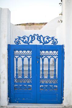 Blue Gates Santorini | photography by http://danielleaquilinephotography.com/