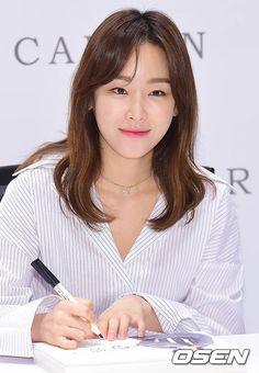 Korean Actresses, Asian Actors, Seo Hyun Jin, Girl Actors, Beauty Inside, Korean Artist, Kawaii Girl, Korean Beauty, Girl Photos