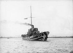 BRITISH SHIPS FIRST WORLD WAR (SP 2200) HMS KILLOUR in dazzle camouflage. Dazzle Camouflage, Naval, Art Society, Navy Ships, Military Equipment, Royal Navy, Water Crafts, Battleship, World War I