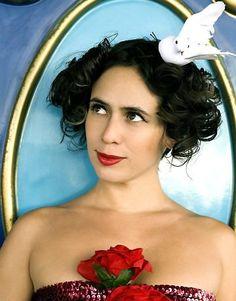 """A cantora Silvia Machete se apresenta no dia 19 de maio, às 21h, em Bauru. A artista que trabalhou no circo, já passou por mais de 30 países e ganhou muitos prêmios. Em seu repertório mistura samba, bossa nova, bolero e música pop, com muito romantismo, enquanto brinca com seus 20 bambolês. O resultado do...<br /><a class=""""more-link"""" href=""""https://catracalivre.com.br/geral/urbanidade/barato/silvia-machete-faz-unica-apresentacao-em-bauru/"""">Continue lendo »</a>"""