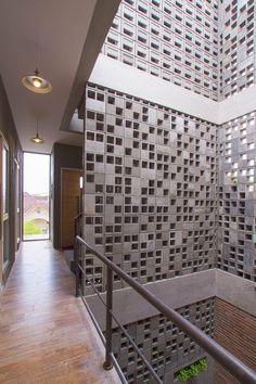 Hostal Bioclimático y biofílico / Andyrahman Architect   Plataforma Arquitectura