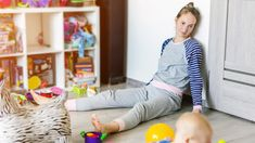 Madelon werd depressief toen ze thuisblijfmoeder was | RTL Nieuws Library App, Baby Food Containers, Clean My House, Doctrine And Covenants, Messy House, Pause, Friends Mom, Dramatic Play, Good Parenting