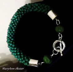 Zöld karkötő