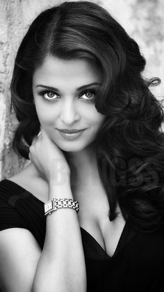 Actresses With Brown Hair, Red Haired Actresses, Brunette Actresses, Indian Actresses, Aishwarya Rai Makeup, Aishwarya Rai Photo, Actress Aishwarya Rai, Bollywood Actress, Aishwarya Rai Pictures