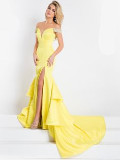 Pick crown-worthy pageant dresses designs from Rachel Allan Prima Donna Collection: lace evening pageant gowns, beauty contests dress, & princess prom dresses. Pageant Dresses For Women, Toddler Pageant Dresses, Pretty Prom Dresses, Prom Dresses 2017, Pageant Gowns, Dance Dresses, Ball Dresses, Ball Gowns, Homecoming Outfits
