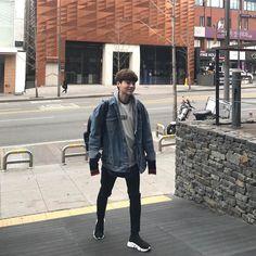 "859 mentions J'aime, 41 commentaires -  승렬 (@seungryeul) sur Instagram: ""학교가는거 아니고 출근♂️ 백팩안에 아무것도없어 ♂️"""