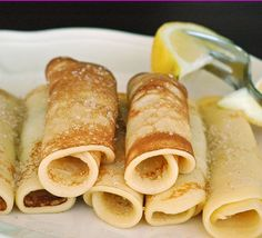 Crepe recipe for 8 crepes: 1 cup all-purpose flour 2 eggs 1/2 cup milk 1/2 cup water 1/4 teaspoon salt 2 tablespoons butter, melted Directions In a large mixing bowl, whisk together the flour and the eggs. Gradually add in the milk and water, stirring to combine. Add the salt and butter; beat until smooth.