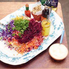 Regenboogsalade met rode kool, biet en wortel ingredienten - Jamie magazine