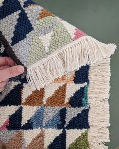 I am getting a flood of questions and comments about the fringe on the rug! I haven't seen other rug hookers using this method, so as far… Diy Sewing Projects, Crochet Projects, Hook Punch, Knit Rug, Punch Needle Patterns, Latch Hook Rugs, Idee Diy, Rug Hooking, Yarn Crafts