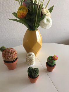 Commande de cactus chez ma cliente! Cactus, Textiles, Crochet, Planter Pots, Vase, Home Decor, Plants, Creative Workshop, Prickly Pear Cactus