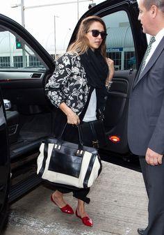 Jessica Alba preparing to depart Los Angeles International Airport - April 30, 2013 - Photo: Runway Manhattan/Bauer-Griffin