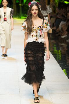 Dolce & Gabbana Spring 2017 Ready-to-Wear Fashion Show - Paulina Frankowska