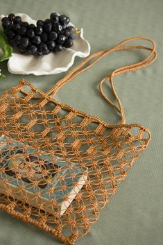 Macrame Plant Hangers, Macrame Bag, Diy Tote Bag, Macrame Design, Craft Bags, Macrame Patterns, Knitted Bags, Crochet Designs, Handmade Bags