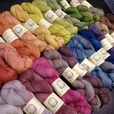 Naturally dyed yarn: Floating by a verb for keeping warm.